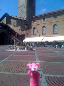 Paulchen at Piazza Vecchia in Citta Alta-Bergamo